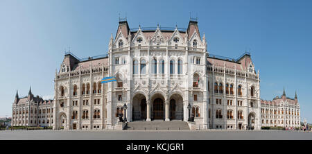 A 5 vertical picture stitch panoramic view of the Hungarian Parliment Building on Kossuth Lajos Square in Budapest - Stock Photo
