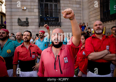 Barcelona, Catalonia, Spain. 24th Sep, 2017. Members of Castellers de Barcelona and Castellers de La Sagrada Familia sing the national anthem of Catalonia (Els Segadors) moments before starting the jornada castellera (human towers day) during La Merce Festival. On the 6th of September 2017 Catalan Parliament passed the Law on the Referendum on Self-determination of Catalonia. The Unionist Forces of Catalonia and the Spanish government were frontally opposed to the referendum and considered it illegal. Whilst the Catalan government was launching preparations, the Spanish Kingdom began a