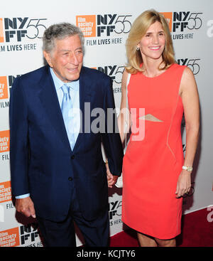New York, USA. 05th Oct, 2017. New York, NY, USA. 5th Oct, 2017. Tony Bennett, Susan Crow attends 55th New York - Stock Photo
