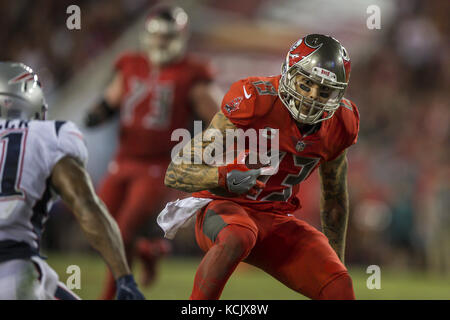 Tampa, Florida, USA. 5th Oct, 2017. Tampa Bay Buccaneers wide receiver Mike Evans (13) receives the ball for a first - Stock Photo