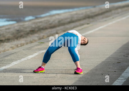 Southport, Merseyside. 6th October, 2017. UK Weather. Bright sunny day in the north-west resort as a young woman - Stock Photo