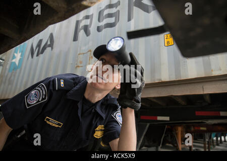 U.S. Customs and Border Protection National Agriculture Cargo Targeting Unit Field Operations inspection officers - Stock Photo