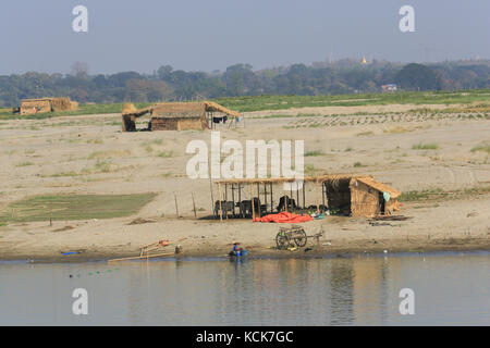 Seasonal huts and shelters along the banks of the Irrawaddy River in Myanmar (Burma). - Stock Photo