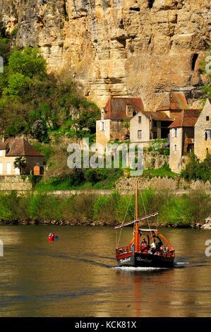 Dordogne River at La Roque Gageac, Dordogne Département, Aquitaine, France - Stock Photo