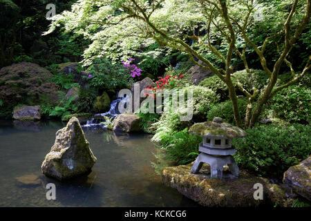 Lantern, Portland Japanese Garden, Washington Park, Portland, Oregon ...