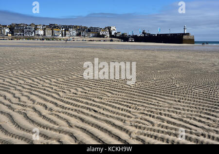 Beach at low tide, St Ives harbour, Cornwall - Stock Photo