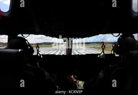 C-17 Globemaster III Cockpit Stock Photo: 163036538 - Alamy