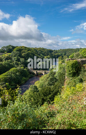 View of the river Swale and the old stone bridge at Richmond in North yorkshire, England. - Stock Photo