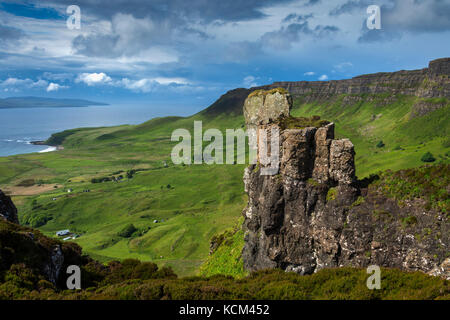 The cliifs on the western edge of the Beinn Bhuidhe plateau, from the pinnacle of Bidean an Tighearna (God's Finger) - Stock Photo