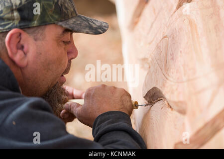 A first nations carver cleans up form work on a pole he is preparing for placement in Comox, Comox Valley, vancouver - Stock Photo
