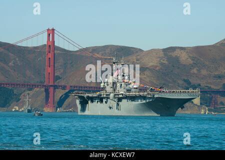 The Wasp-class amphibious assault ship USS Essex (LHD 2) - Stock Photo