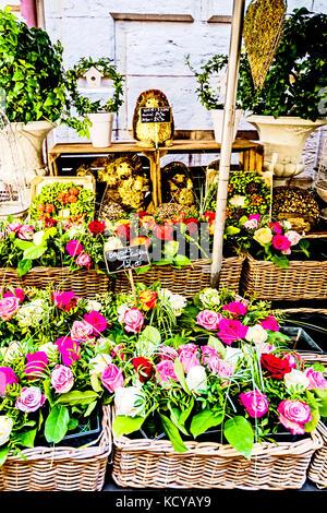 """Rouen (Normandy, France): Stall """"Les fleurs du Passage""""; Blumenstand nahe dem Uhrturm - Stock Photo"""