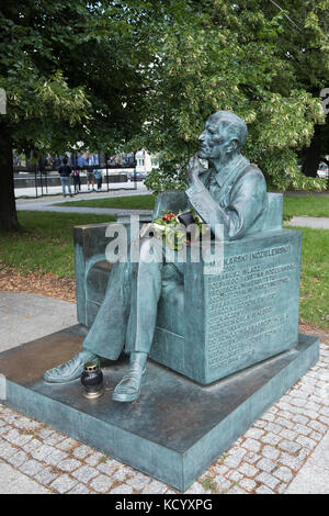 The Jan Karski bench. A memorial in Warsaw Poland to Jan Karski, World War II Polish resistance fighter, and professor - Stock Photo