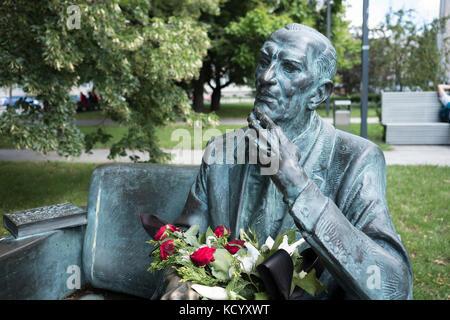 The Jan Karski bench. A memorial in Warsaw Poland to Jan Karski, World War II Polish resistance fighter, and professor - Stock Photo