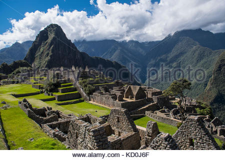Elevated view of inca ruins, Machu Picchu, Cusco, Peru, South America - Stock Photo