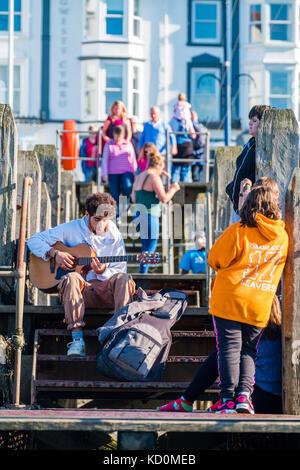 Aberystwyth Wales UK, Sunday 08 October 2017 UK Weather: People at the seaside in Aberystwyth Wales enjoying a wonderfully - Stock Photo