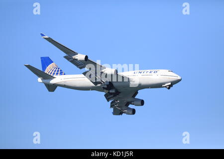 United Boeing 747 Flies Low Pass in San Francisco Fleet Week Airshow - Stock Photo