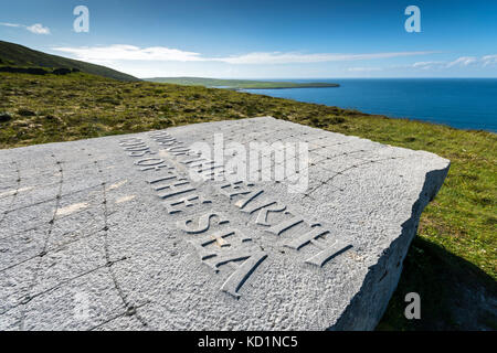 'Gods of the Earth, Gods of the Sea', a sculpture by Ian Hamilton Finlay. Saviskaill Bay, near Faraclett Head, Rousay, - Stock Photo