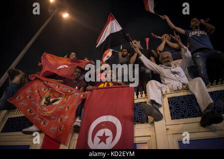 Cairo, Egypt. 08th Oct, 2017. Egyptians wave Tunisian and Egyptian national flags as they gather at Tahrir square - Stock Photo