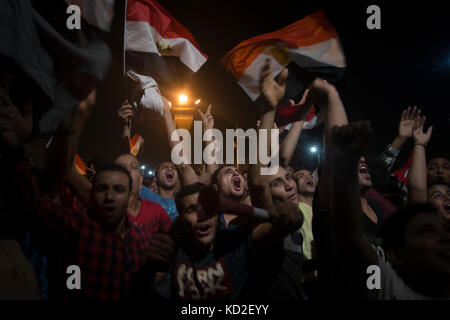 Cairo, Egypt. 08th Oct, 2017. Egyptians wave national flags as they gather at Tahrir square to celebrate their national - Stock Photo