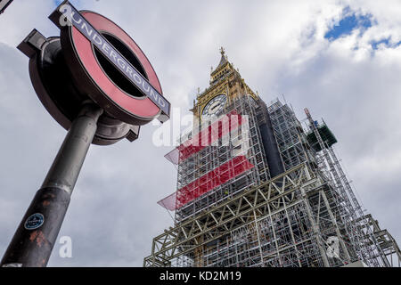 London, UK. 9th Oct, 2017. The cost of renovating the tower that houses Big Ben has more than doubled in 16 months - Stock Photo