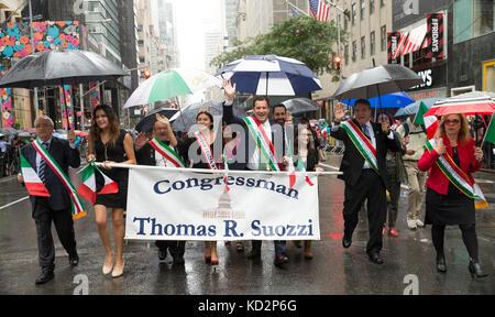 New York, United States. 09th Oct, 2017. New York, NY - October 9, 2017: Congressman Thomas Suozzi attends Columbus - Stock Photo