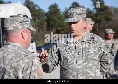 U.S. Army Maj. Gen. Robert E. Livingston Jr., Adjutant General for South Carolina, recognizes North Carolina Army - Stock Photo