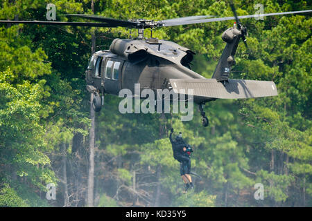 U.S. Army UH-60 Black Hawk assigned to the 1-111th General Support Aviation Battalion, South Carolina Army National - Stock Photo