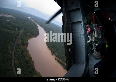 South Carolina National Guard UH-60 Black Hawk SC-HART teams, partnering with their counterparts from the North - Stock Photo
