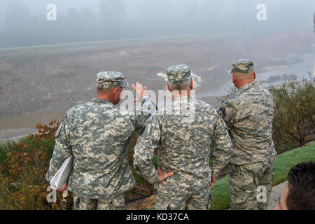 U.S. Army Col. Brad Owens, director of joint staff for the South Carolina National Guard, briefs Gen. Frank Grass, - Stock Photo