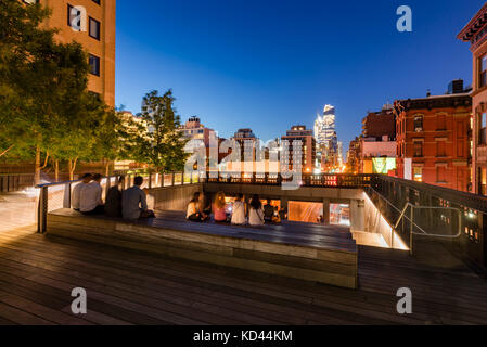 A summer evening at the Highline (High Line Park). 10th Avenue, Chelsea, Manhattan, New York City - Stock Photo