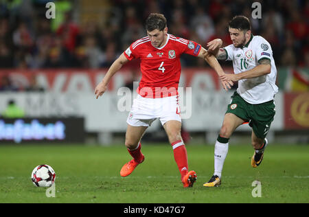 Wales' Ben Davies and Republic of Ireland's Rob Elliot battle for the ball during the 2018 FIFA World Cup Qualifying - Stock Photo