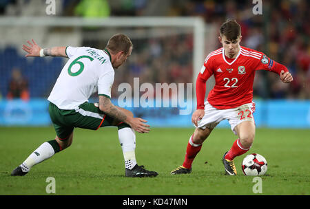 Wales' Ben Woodburn (right) and Republic of Ireland's Glenn Whelan battle for the ball during the 2018 FIFA World - Stock Photo