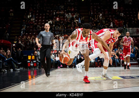 Assago, Italy. 08th Oct, 2017. Milano, Italy - 8th october 2017 Stanley Okoye (#11 OpenJobMetis Varese) on the left - Stock Photo