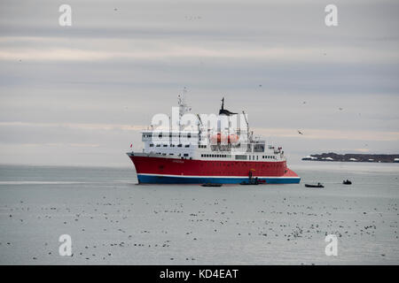 Norway, Svalbard, Spitsbergen, Nordvest-Spitsbergen National Park, Alkefjellet. Expedition ship, The Expedition - Stock Photo