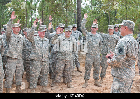 S.C. National Guard Soldiers raise their hands as U.S. Army Gen. Frank J. Grass, Chief, National Guard Bureau and - Stock Photo