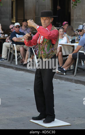 Flamenco dancer at the Plaza Reial in the Gothic quarter in Barcelona Catalunya Spain - Stock Photo