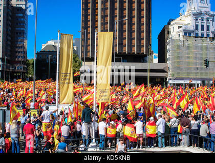 Madrid, Spain. 7th Oct, 2017. Manifestation in Madrid. Thousands of people are demonstrating with Spain flags against - Stock Photo