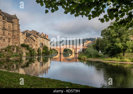 Espallion, Lot Valley, France.  Twin bridges over the River Lot. - Stock Photo