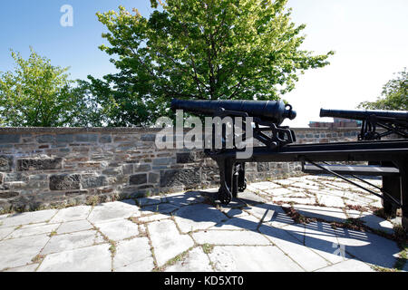Cannons on defensive city walls in Quebec City, Canada - Stock Photo