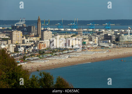 Le Havre (north-western France): the waterfront, the beach, buildings and the Church of Saint-Joseph with the commercial - Stock Photo