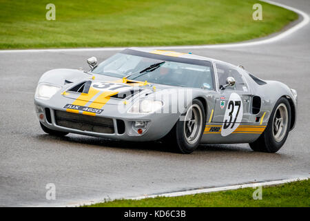 1965 Ford GT40 with driver Mike Jordan during the Whitsun Trophy race at the 2017 Goodwood Revival, Sussex, UK. - Stock Photo