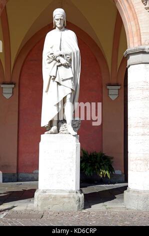 Statue of Dante, in the ground floor arcade of the Loggia Amulea facing the Prato della Valle, Padua, Italy - Stock Photo