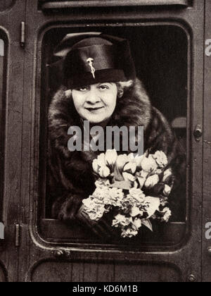 Sophie Tucker - leaning out of train c.1930 American singer, 1884-1966. Famous for My Yiddische Mama Der Querschnitt - Stock Photo