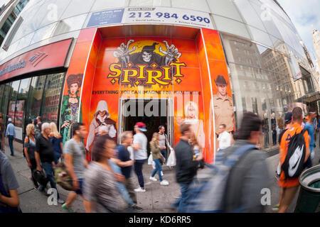 A Spirit Halloween pop-up store in midtown in New York Stock Photo ...