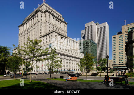 Place du Canada square in downtown Montreal. - Stock Photo