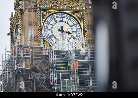 Parliament, London, UK. 10th October, 2017. Houses of Parliament repairs. Construction workers erecting scaffolding - Stock Photo