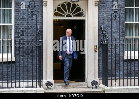 London, UK. 10th October, 2017. Chris Grayling - Secretary of State for Transport leaves Downing Street after attending - Stock Photo