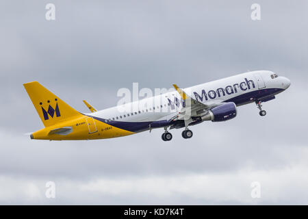 London, UK. 10th Oct, 2017. Airbus A320 aircraft, G-ZBAS, of Monarch Airlines takes off for the last time from Luton - Stock Photo