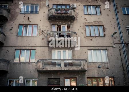 La plupart des habitations de Sarajevo ont encore des traces de la guerre. Sarajevo mai 2015. Most of buildings - Stock Photo